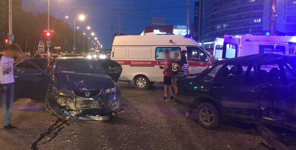 Вавтоаварии в промышленном районе Перми пострадали 5 человек